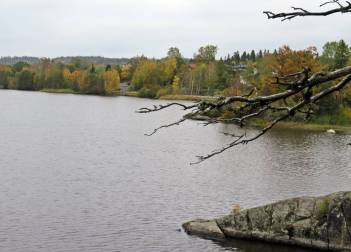 Vy över sjön Måren - Finspångsvägen i bakgrunden.