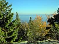 Fortsätter till berget med en fin utsikt över sjön Glan - det är från den här sjön Norrköping tar sitt dricksvatten.