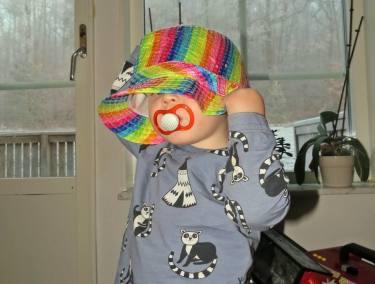 29 november. Charlie i hatten :) Hittade den fina hatten ... och efter lite övertalning tag han på sig den så jag fick ta en bild :)