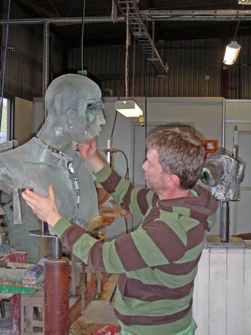 1 De gjutna delarna blir till en skulptur