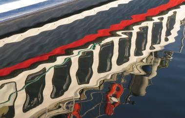 Speglingar med vågor i Arkösund ...