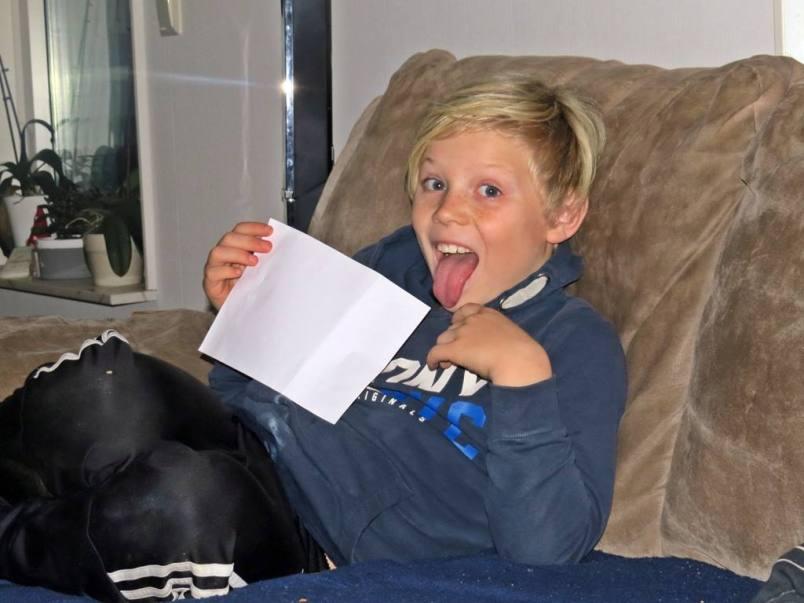 Casper tränade på texterna till sångerna som ska sjungas på Luciadagen ... men kunde inte låta bli att busa lite :)