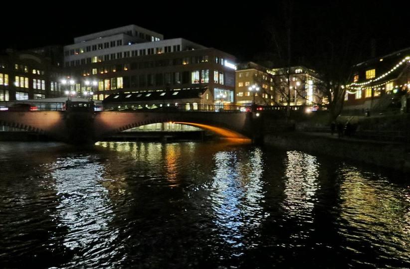 Från Bergsbron följde vi Motala ström till Stadsmuseet ...