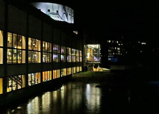 Upplysta fönster i Louis de Geer Konsert & Kongress
