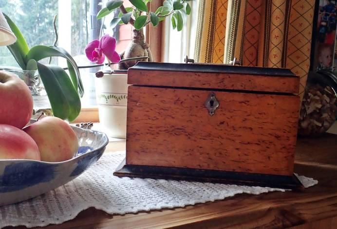 En handgjord ask ... en förlovningsgåva från Lasses morfar till hans mormor ...