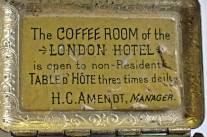 Av texten att döma så kommer den från ett hotell i London ...