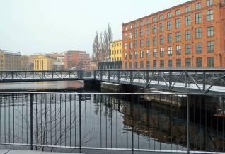 Vy med de gamla byggnaderna från tiden då Norrköping var en textilstad ...