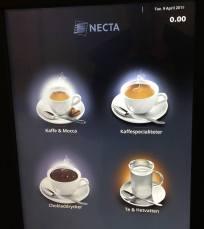 Åt motsatta hållet finns en kaffeautomat ...