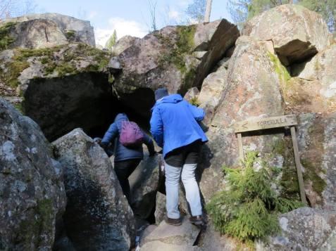 Flera modiga begav sig ner i grottan ... inte jag som är lika smidig som en elefant och dessutom har en släng av klaustrofobi ...