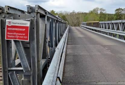 Den tillfälliga (?) bron över järnvägen ...