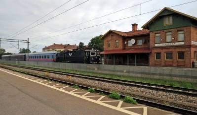 ... och jodå - en del tåg stannar fortfarande :)
