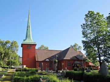 Karlskoga kyrka, invigd ca 1600. Har en period på 1700-talet varit vitmålad ...