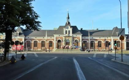 Järnvägsstationen ... en vacker byggnad.