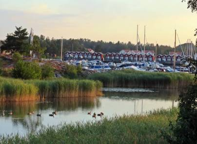 Många båtar och många hus ...