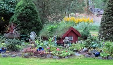 Ett sagoland i trädgården ...