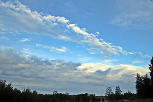 Härligt väder och en mestadels blå himmel.