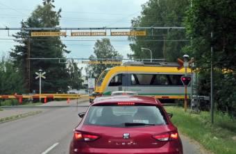 Stannade till på ICA i Skåre ... och sen fick vi stanna för tåget.