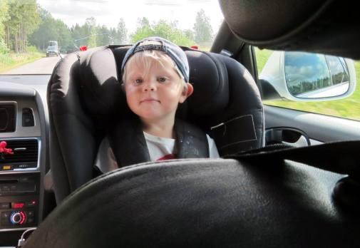 Charlie ser ganska nöjd ut på väg till Söderköping ...