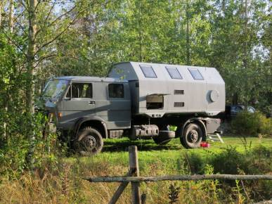 Häftig husbil - nästan grannar till oss ...