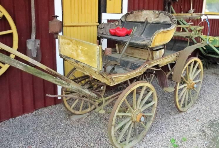 Någon har glömt sina träskor i den gamla vagnen ...