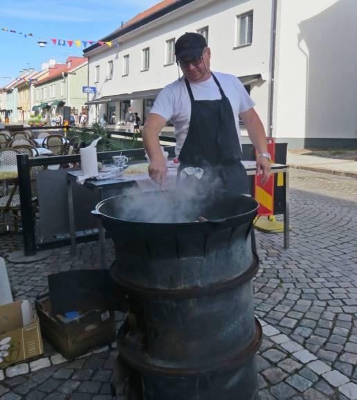 ... det är härifrån - matlagning på gatan - ett äkta Gatukök!