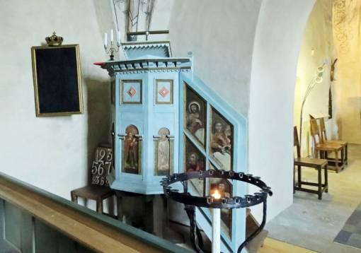 Predikstolen från ca 1590 ... skänkt från Grensholms kapell.