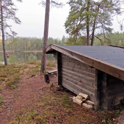 Ett vindskydd finns vid Strussjön ...