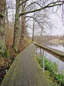 Fin promenadväg utmed vattnet ...