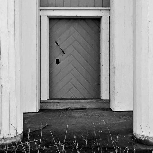 Dörr på huset med skrytfasaden ...