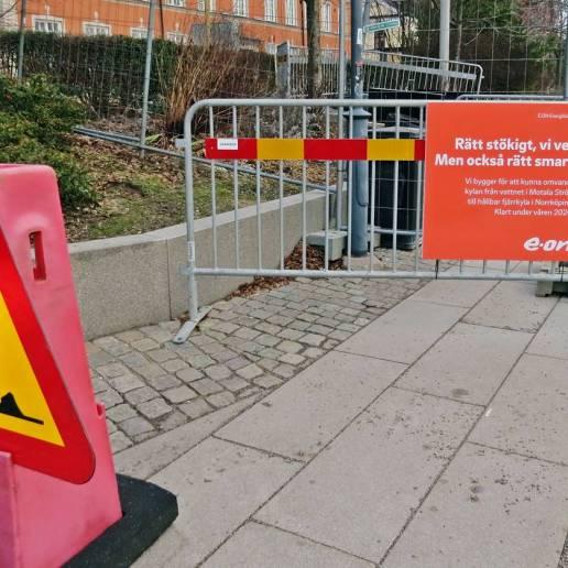 Effektivt hinder för promenad längs Strömmen i Norrköping ...