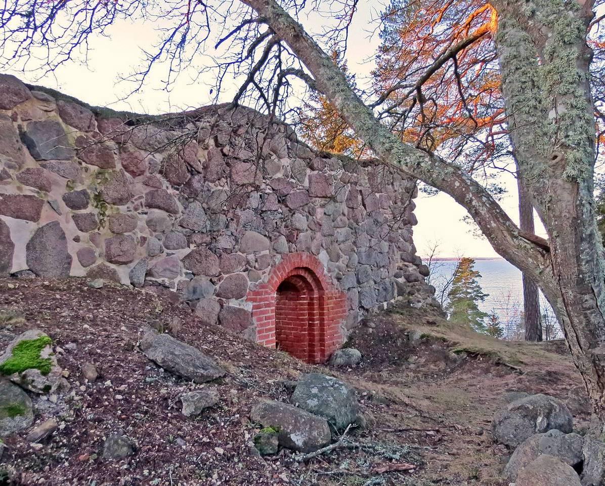 Ingången restaurerades på 1990-talet