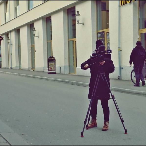 Mitt i Västgötebacken stod en fotograf från SVT ... undrar vad hon filmade ...