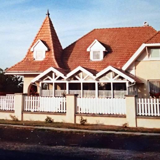 Inte långt från Balatonsjön hittade vi husrum här - de hyrde ut ett enda rum.. sitt eget sovrum :)