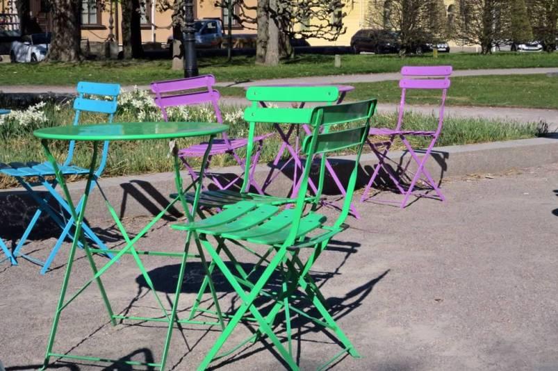 ... men de har bord och stolar i läckra färger :)