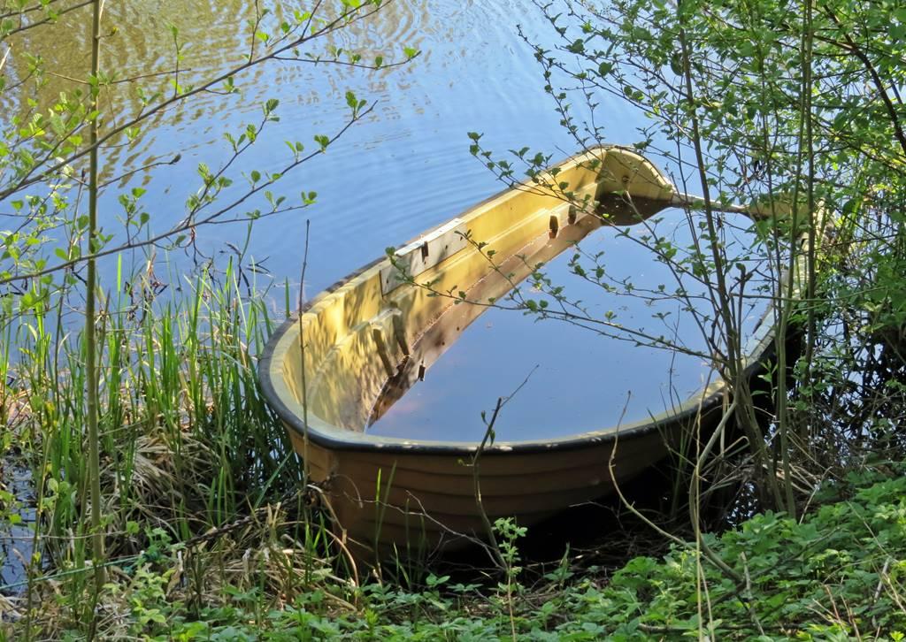 En liten båt som nog aldrig kom upp i höstas ...